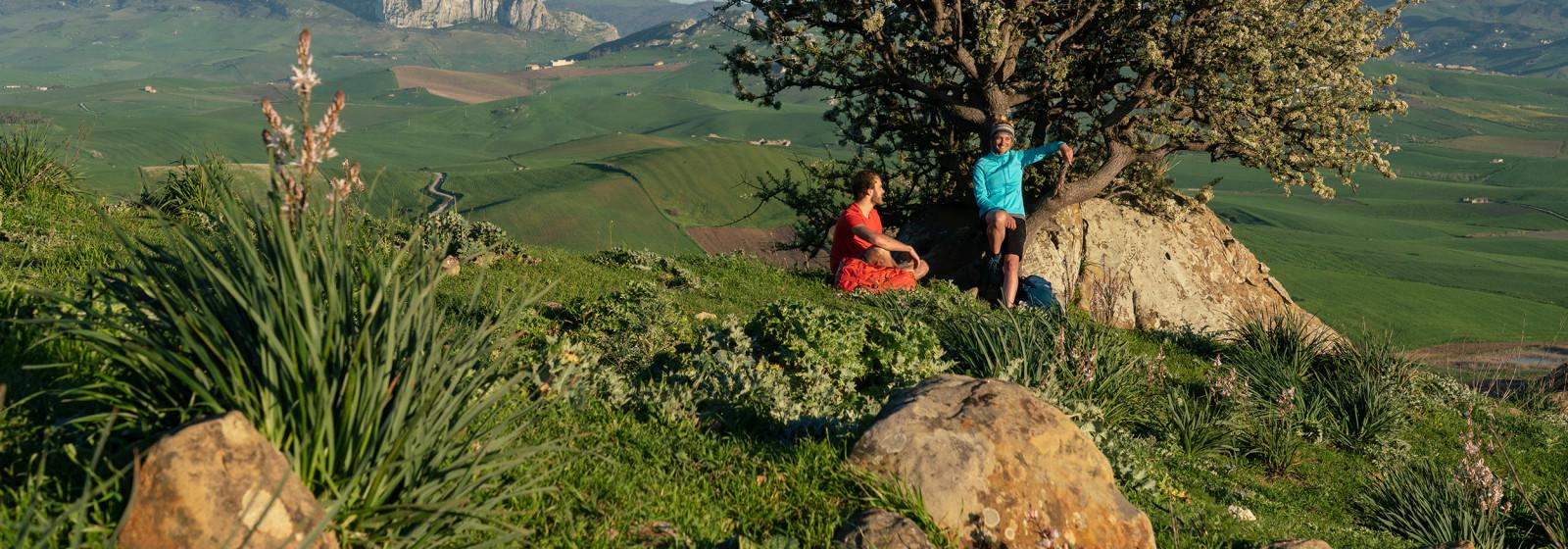 Wanderszene bei Arcivocale, Sizilien, Italien.