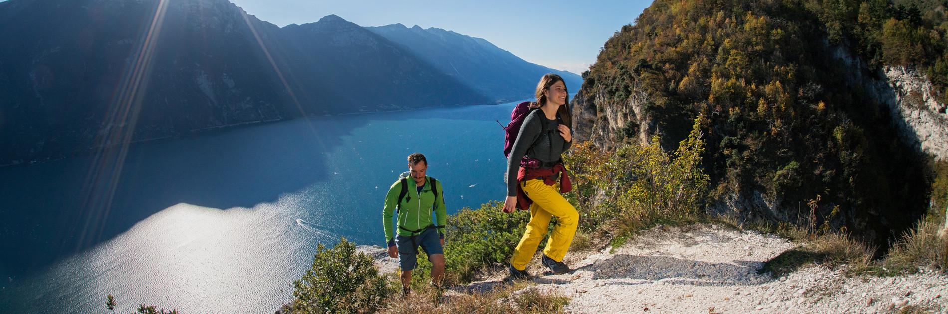 Wanderszene bei Pregasina, Gardasee, Trentino, Italien.