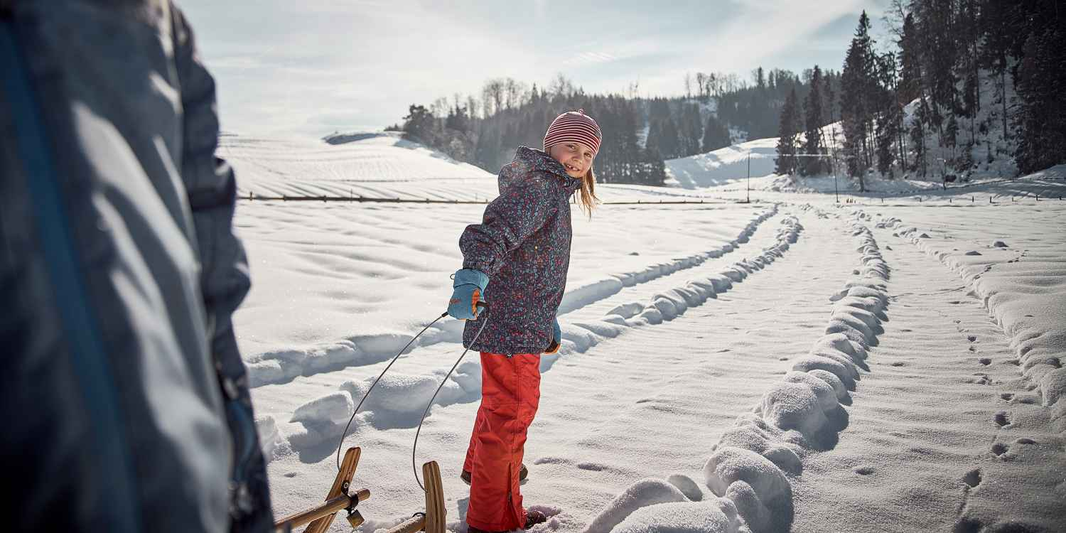 When the first snow flakes start to fall, they just can't come quick enough for the kids. Fortunately, the new MADDOX WARM GTX can swing into action right away and take on any adventure. To make sure there is plenty of fun to be had even in icy temperatures, small feet always remain warm and dry with the help of robust synthetic material and waterproof GORE-TEX Partelana lining.