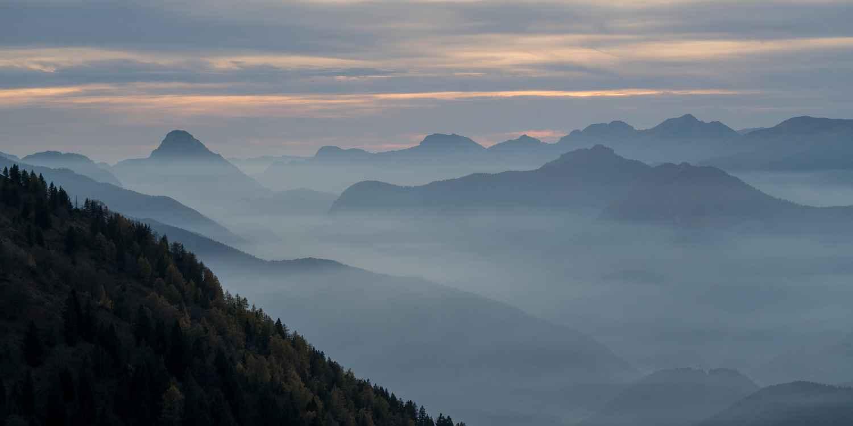 Herbstabend auf dem Dos da Trat, Gardasee, Trentino, Italien.