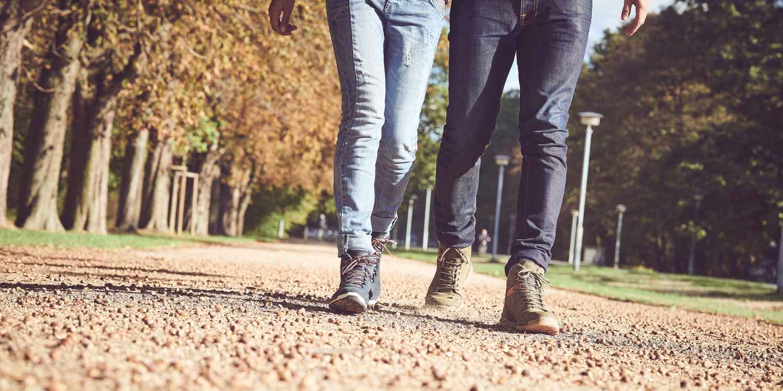 Mit dem LOCARNO GTX QC Ws kann aus jedem kurzen Spaziergang ein langer Stadtbummel werden. Die angesagte Prägung auf hochwertigem Leder, das Gore-TEX-Futter, eine neu konzipierte, reduzierte LOWA-MONOWRAP®-Konstruktion und eine dämpfende Zwischensohle aus DynaPU® machen aus dem modischen Damenschuh den perfekten Begleiter, der jeder urbanen Herausforderung gewachsenen ist. Nebenbei steht einem Kurztrip auf Wald- und Wiesenwegen nichts im Wege.