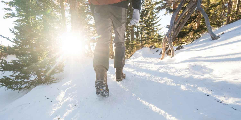 Dass der RENEGADE EVO ICE GTX kein typischer Winterschuh ist, zeigt sich schon beim ersten Blick. Dank des dezenten Derby-Schnitts ist er für jede Eventualität gerüstet.  Zudem ist der Schuh mit einer speziellen Sohlentechnologie ausgestattet. Mit der Sohle Vibram® Arctic Grip sind die Winterschuhe für Touren in verschneiten Landschaften optimal gerüstet.