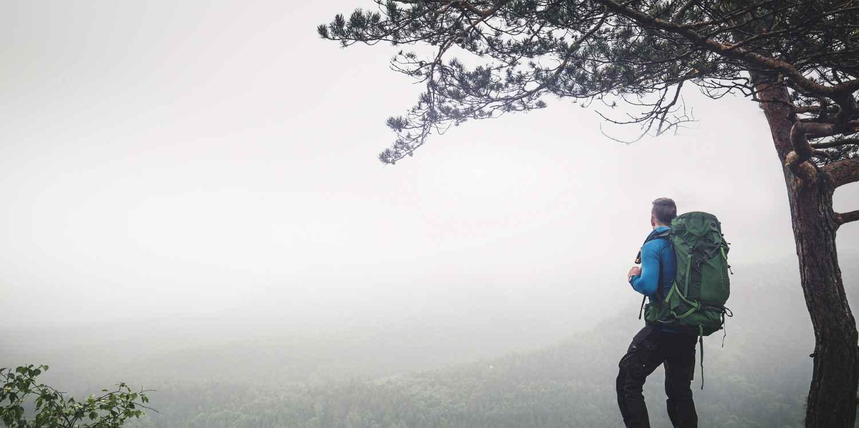Non vedete l'ora di affrontare il prossimo tour in montagna? LOWA ha la soluzione che fa per voi: CAMINO GTX, realizzata in nabuk di altissima qualità. Una scarpa da escursionismo che rende speciale ogni passo. Il vento e le intemperie lasciano indifferente la fodera in GORE-TEX, mentre la tomaia è realizzata con una struttura flessibile. Insieme all'allacciatura a due zone e ai pratici ROLLER EYELET la scarpa calza alla perfezione e si adatta alla forma di chi la indossa. E poi questo modello classico convincete grazie alla sua suola VIBRAM® APPTRAIL, che si muove con decisione su qualsiasi terreno grazie alle sue caratteristiche eccezionali.