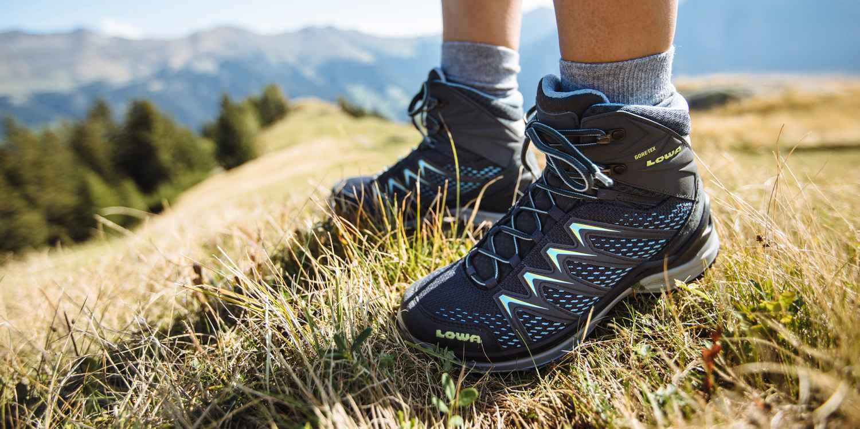 Het kleurrijke multitalent INNOX PRO GTX MID Ws toont zich verrassend flexibel als een korte wandeling in de natuur toch uitloopt op een ongeplande uitdagende tocht. Met absoluut gemak kan de INNOX PRO GTX MID Ws ook korte omwegen door onbekend terrein aan. Want terwijl de tussenzool van LOWA DynaPU® voor de nodige demping zorgt, biedt het innovatieve LOWA MONOWRAP®-frame optimale geleiding van de voet bij iedere stap op het terrein.