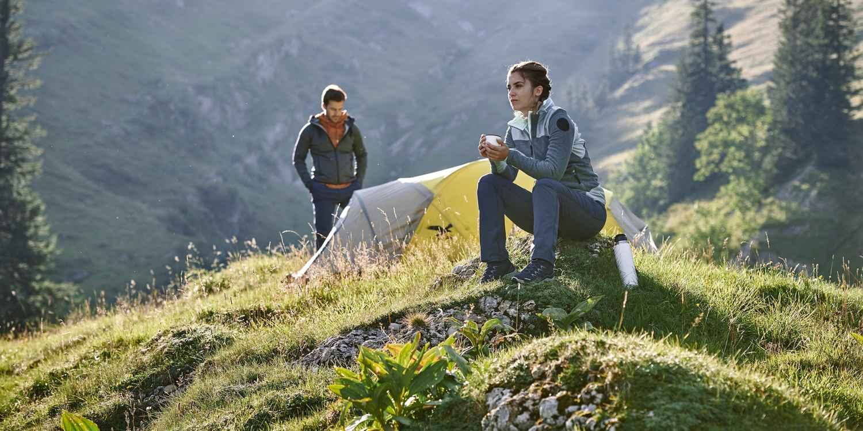 Ganz viel Leder. Ganz viel Komfort. Mit dem SANTIAGO LL ist LOWA ein toller Trekkingstiefel gelungen, der nicht nur breiteren Füßen ausgedehnte Touren ermöglicht. Und das bei jedem Wetter und auf unterschiedlichsten Untergründen. Dafür sorgt das anschmiegsame Lederinnenfutter, die VIBRAM®-TRAC-LITE-II-Sohle und innovatvie X-LACING®-Technologie. Damit der robuste Schuh an jedem Fuß optimal sitzt, ist die Schnürung in zwei Zonen unterteilt.