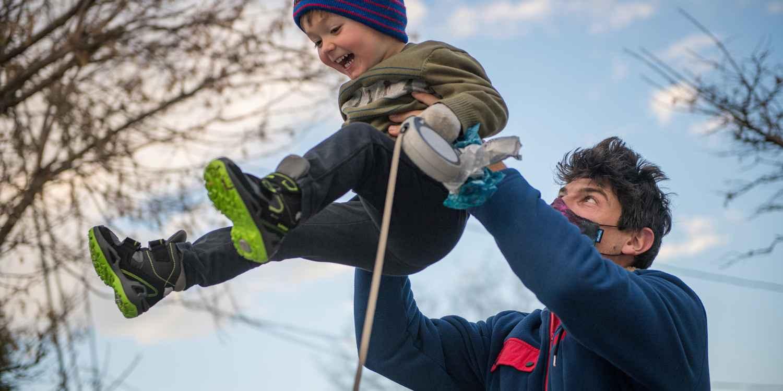 Het model ELLA GTX is multifunctioneel en kleurrijk. Dit maakt de lichtgewicht winterschoen  ideaal voor het volgende avontuur in de sneeuw. En natuurlijk zonder dat ze zich onderweg hoeven te verstoppen. Want dankzij het stijlvolle design mogen deze modieuze winterschoenen worden gezien – bij elk type weer.