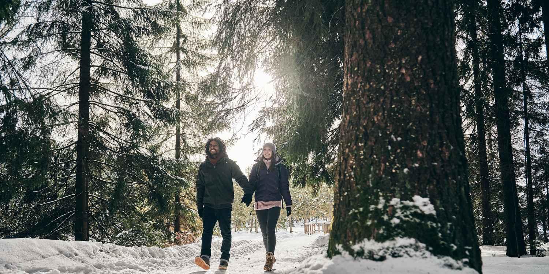 Wenn die Luft eiskalt und glasklar ist und sich der nächste Berggipfel in weißem Gewand präsentiert, dann fühlt sich der TIBET SUPERWARM GTX Ws erst richtig wohl. Der speziell für den Winter konzipierte Schuh mit GORE-TEX Duratherm-Futter und effektiver PrimaLoft®-Isolierung sorgt für besten Komfort auf der Tour. Dabei wurde der Schuh speziell über einen Frauenleisten gefertigt.