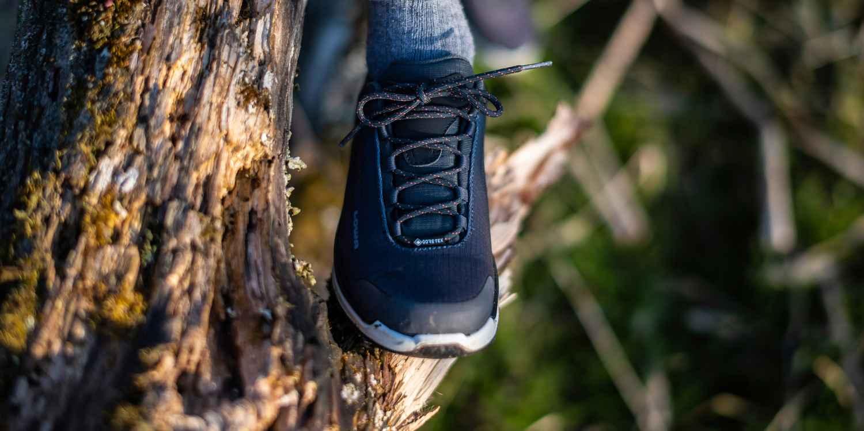 Die CASSIS GTX Ws sind im urbanen Großstadtflair mehr als angesagt. Das gilt vor allem für sportliche Menschen, die bei stylischer Schuhmode nicht auf optimalen Tragekomfort verzichten wollen. Hier punkten die sportlichen CASSIS GTX Ws durch eine Sneakersohle mit LOWA DynaPU® sowie einer atmungsaktiven GORE-TEX-Membran.