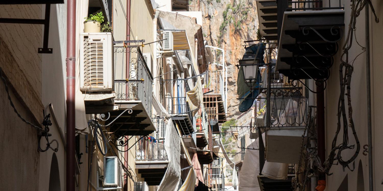 Reiseszene Cefalu, Sizilien, Italien.