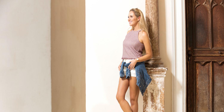 Optimalen Tragekomfort bietet die Outdoor-Sandale DURALTO LE Ws. Durch ihren angenehmen Lederschaft, ihre griffige Sohle und den stabilisierenden Rahmen ist sie der optimale Begleiter für Abenteuer auf den verschiedensten Untergründen. Von Pfaden und Wegen bis hin zu zahlreichen sportlichen Aktivitäten bietet die Sandale eine perfekte Passform. Das komfortable Fußbett ist zudem aus einem leistungsfähigen Kunststoff gefertigt.
