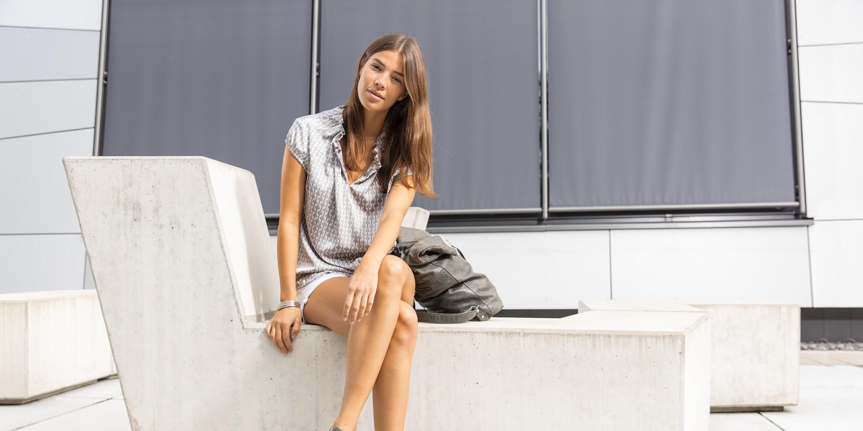 Der ROMA Ws verleiht der Bequemlichkeit eines Sneakers einen zeitlosen, modernen Anstrich. Das Ergebnis ist sportliche Eleganz  mit einem Schuss Charme – ganz der italienischen Stadt-Namenspatin gleich. Der ROMA Ws ist damit dank perfekter LOWA-DynaPU®-Dämpfung und stilvollem Lederschaft der ideale Begleiter für aktive Frauen.