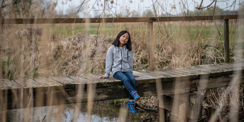 Voor kinderen bij wie alles altijd snel moet gaan, is de MADDOX GTX® MID JUNIOR de perfecte schoen. De stabiele, maar toch lichte outdoorschoen scoort niet alleen door zijn opvallende kleuren, maar vooral met de combinatie van elastische veters en klittenbandsluiting, die het aantrekken en uitdoen van de schoenen kinderspel maakt. De solide schacht- en zoolconstructie beschermt jonge voeten afdoende bij het ravotten op allerlei terrein en de GORE-TEX®-voering zorgt tegelijkertijd voor het beste draagcomfort.