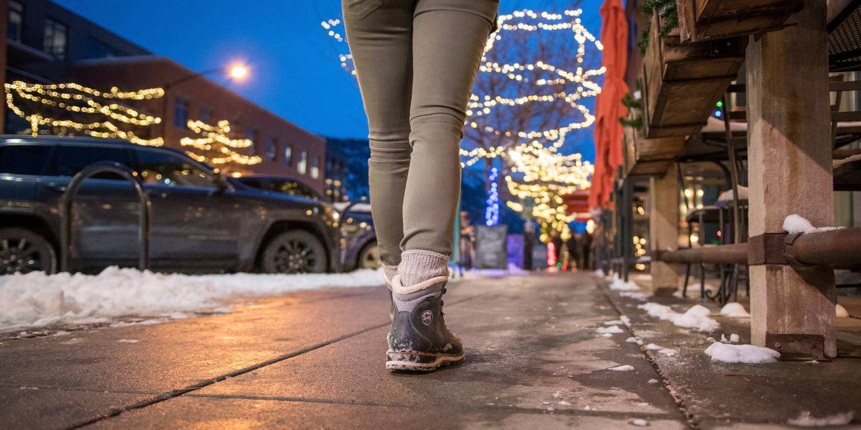 Se l'artigianato tradizionale e le tecnologie più innovative uniscono le forze, non potranno che realizzare una scarpa per il tempo libero dal carattere forte. Come il modello WENDELSTEIN WARM GTX Ws. Questa scarpa invernale alla moda accosta applicazioni di tendenza a dettagli funzionali. La fodera in GORE-TEX Panda e la suola Vibram® garantiscono il massimo del comfort,  così la scarpa è perfetta per le mezze stagioni, la visita a una nuova città o una passeggiata in un paesaggio innevato.