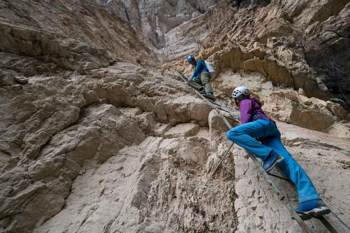 Klettersteigszene am Gerardo Sega, Gardasee, Trentino, Italien.