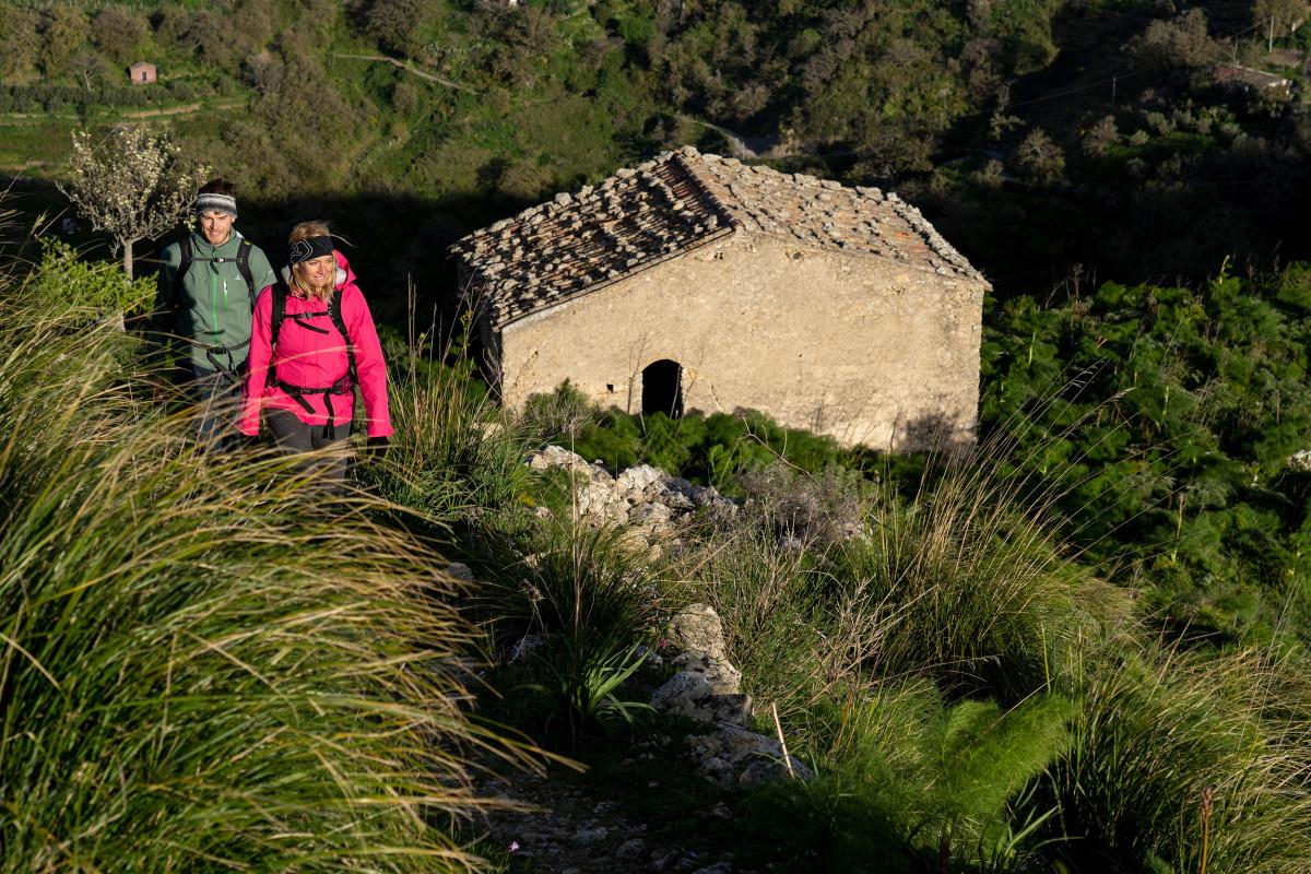 Wanderszene am Monte Veneretta, Sizilien, Italien.