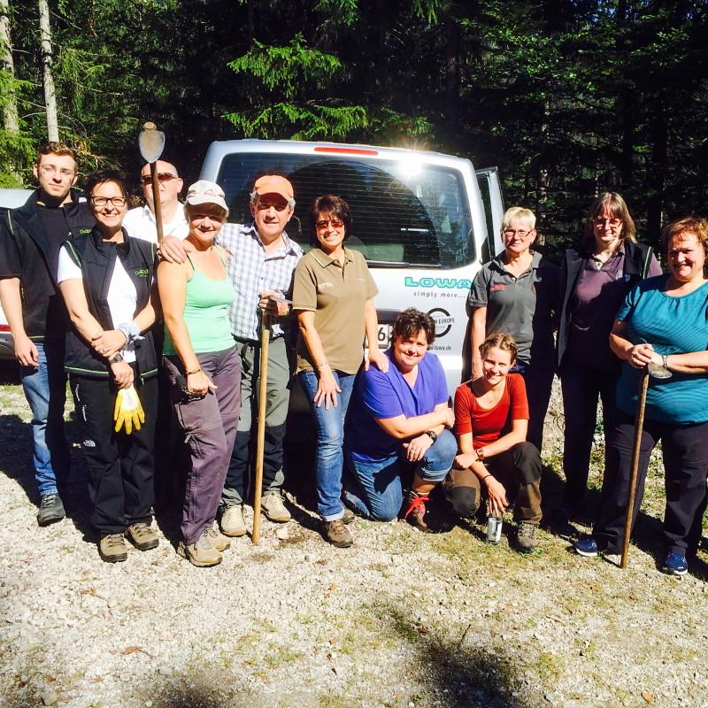 Les collaborateurs LOWA aident à planter plus de 500 arbres ar an