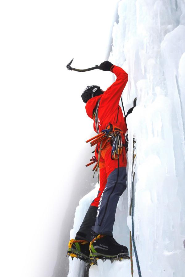 Simon Gietel climbing the Pandora route.
