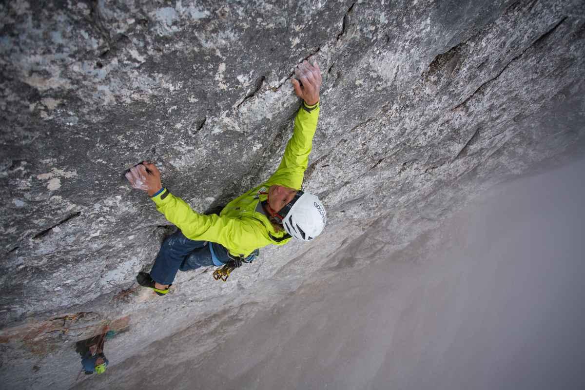 Soms kun je niet beslissen: wordt het vandaag een makkelijkere alpinetour, een bergbeklimming of een uitdagende klettersteig? Met de CEVEDALE EVO GTX kun je altijd spontaan naar het terrein gaan waar je zin in hebt. Want deze alpine alleskunner kan alles aan – of het nu gaat om rotsachtige landschappen of hoog in de bergen. Daarnaast loopt hij door de perfecte combinatie van kwaliteit en pasvorm gewoon heel lekker, wat het plezier in de beleving van de natuur verhoogt.