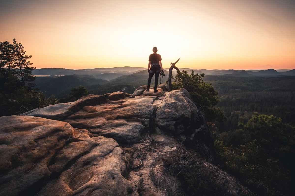 Ob kurzer Ausflug in die Natur oder längere Tour im Mittelgebirge – mit den leichten Trekkingschuhen TUCANA GTX MID Ws lassen sich die unterschiedlichsten Ziele erreichen. Kilometer für Kilometer überzeugen die sportlichen Multitalente durch funktionale Eigenschaften, uneingeschränkten Tragekomfort und ein dauerhaft ausgewogenes Fußklima bei jedem Wetter.