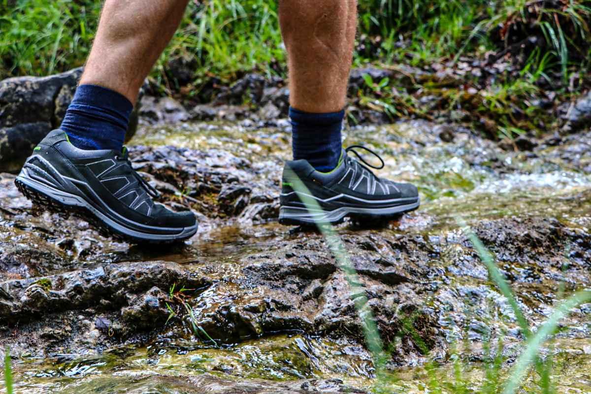 Confortable, sportif, flexible et polyvalent, le nouveau modèleTORO EVO GTX LO de LOWA est conçu pour vous accompagner dans vos aventures au quotidien. À la fin d'une longue journée de travail ou pendant le week-end, ces chaussures sont si confortables qu'elles donnent envie de transformer une courte promenade en longue marche. Leur membrane GORE-TEX assure une protection optimale contre les intempéries et leur confère des propriétés respirantes.