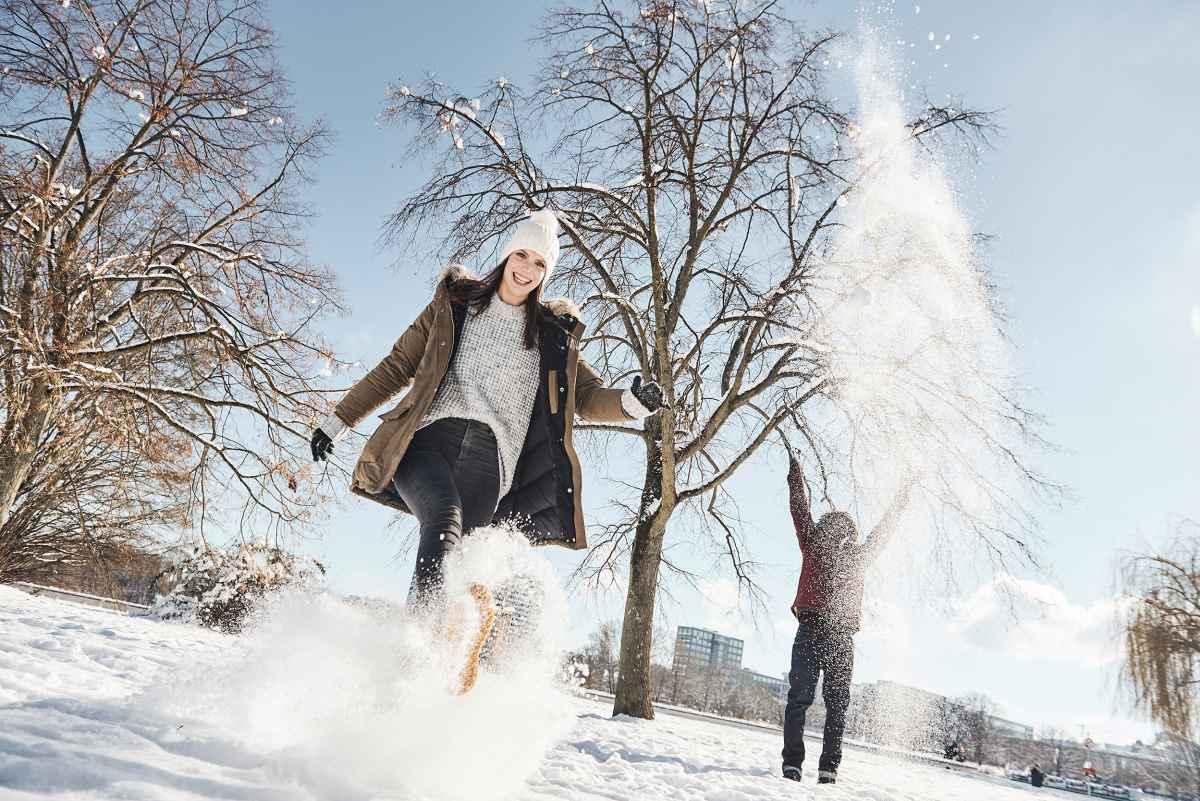 Reinschlüpfen und direkt raus ins verschneite Winterwunderland: mit dem HARRISON II GTX ist dies kein Problem. Der Schuh punktet durch ein cleanes Design ohne Schnürsenkel und dabei bestem Komfort. Der Schuh ist aus Veloursleder gefertigt und ist dank der Sohle Vibram© Arctic Grip optimal für Spaziergänge in verschneiten Landschaften geeignet. Damit es die Füße immer wohlig warm haben, sind die Schuhe mit einem GORE-TEX-Partelana-Futter ausgestattet.