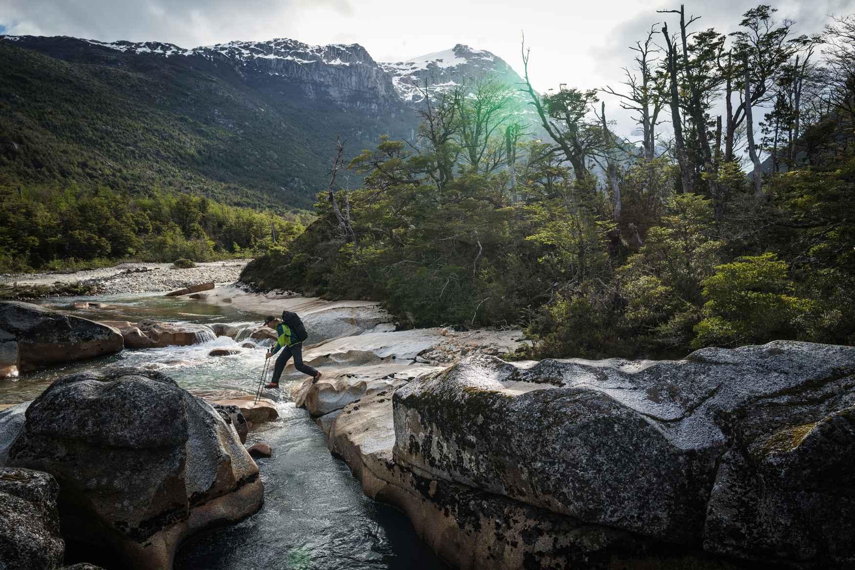 Manchmal kann man sich nicht entscheiden: Soll es heute eine leichtere Hochtour werden, eine alpine Kletterei oder doch ein anspruchsvoller Klettersteig? Mit dem CEVADALE EVO GTX kann man auch ganz spontan in das Gelände gehen, auf das  man Lust hat. Denn dieser alpine Alleskönner wird mit allem fertig - ob mit felsigen Landschaften oder luftigen Höhen. Zusätzlich bringt er für das Naturerlebnis viel Freude beim Tragen durch eine perfekte Kombination aus Qualität und Passform.