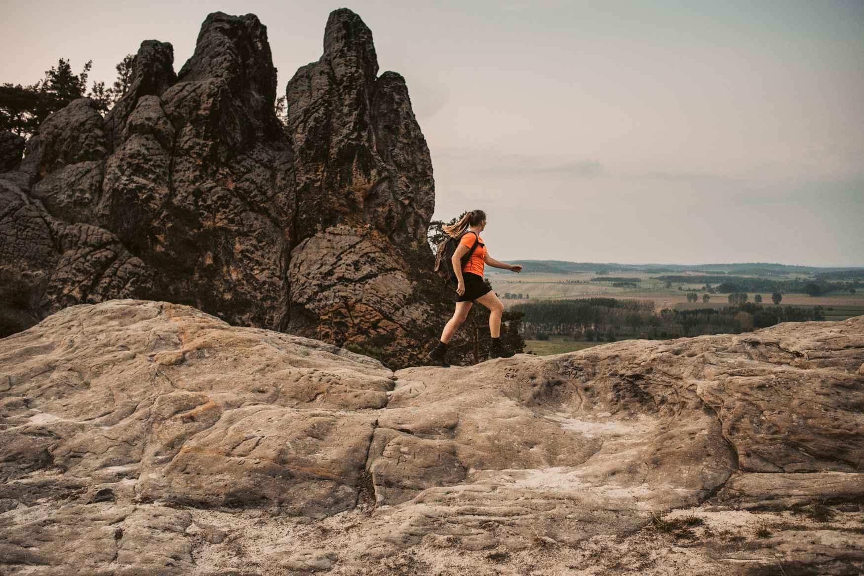 De RENEGADE GTX MID Ws – een multitalent, speciaal voor vrouwen, dat zich heeft ontwikkeld tot cultschoen. De klassieker onder de multifunctionele schoenen biedt ook na twee decennia zijn waarde te hebben bewezen nog een tijdloos frisse look en het beste loop- en draagcomfort. De hoogwaardige schacht- en zoolconstructie zorgt voor een comfortabel draaggevoel en opent daarmee talloze toepassingsmogelijkheden. Zowel bij de drukke dagelijkse activiteiten als op een spontane tocht over verhard terrein is de RENEGADE GTX MID Ws de ideale metgezel.