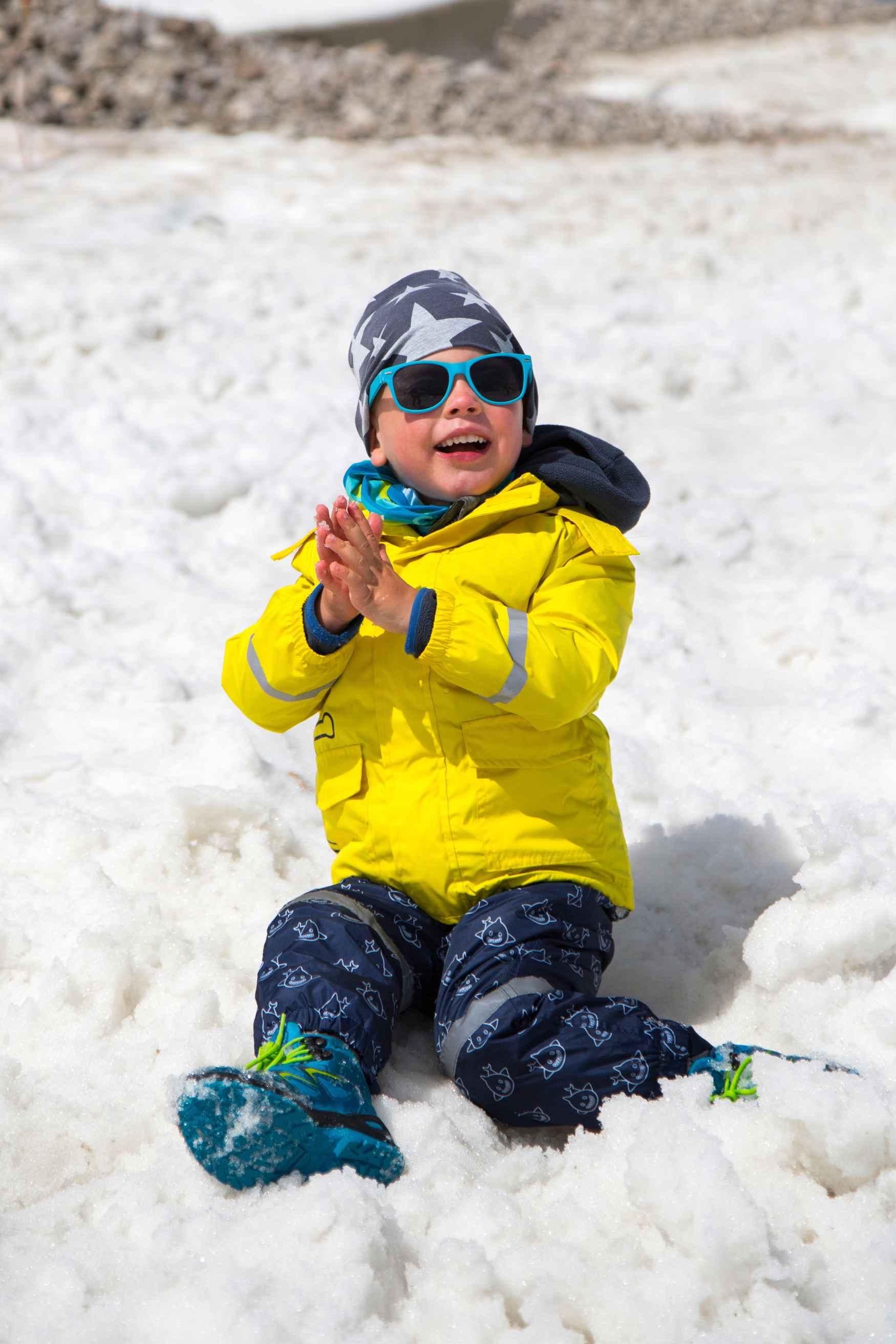 Mit dem RAIK GTX hat LOWA genau den Zeitgeist getroffen: die Winterschuhe im Look von Snowboard-Boots machen jede Schneeballschlacht und Rodelpartie mit. Dazu passt der Schaft aus Nubuk und Textilgewebe. Das GORE-TEX-Partelana-Futter sorgt darüber hinaus für besten Komfort.