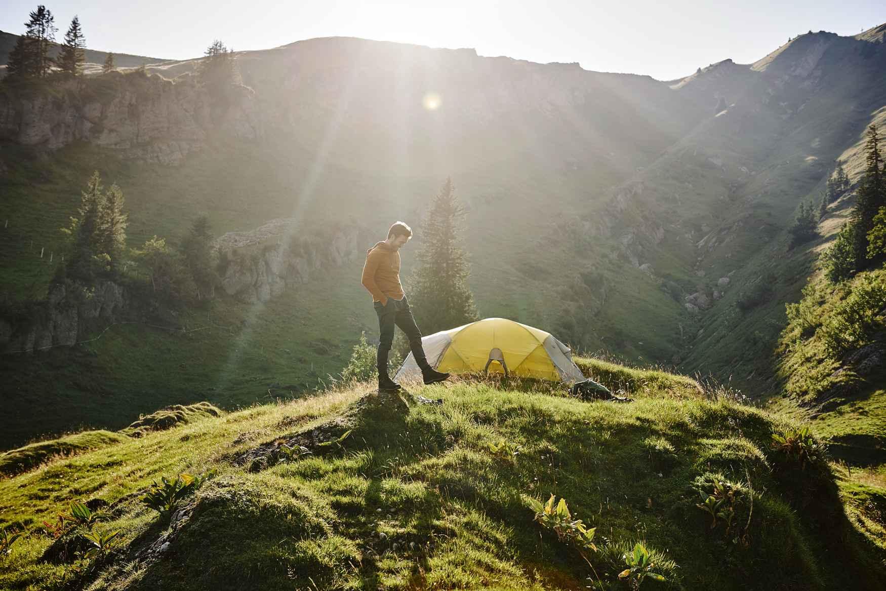 Wunderbar bequem, sportlich flexibel und multifunktional im Einsatz ist der neue TORO EVO GTX MID wie geschaffen für alltägliche Abenteuer. Egal ob nach Feierabend oder am Wochenende – die vielseitigen Outdoorschuhe sind so komfortabel und bequem, dass ein kurzer Spaziergang jederzeit spontan zur kleinen Wanderung ausgedehnt werden kann. Für optimalen Wetterschutz und beste Atmungsaktivität sorgt dabei die GORE-TEX-Membran.