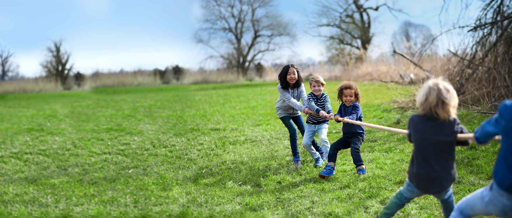 De kleurrijke INNOX PRO GTX LO LACING is verrassend veelzijdig. In deze functionele buitenschoen vinden kinderen een perfecte speelkameraad om samen de wereld te veroveren. De lage schoenen zijn gemaakt van robuust maar toch licht synthetisch materiaal dat de voeten flexibel omsluit en ze dankzij de GORE-TEX-voering betrouwbaar droog houdt. Bovendien zorgen kindvriendelijke details ervoor dat deze flexibele outdoorschoen geschikt zijn voor elk avontuur en de bewegingsvrijheid op geen enkele manier beperken.