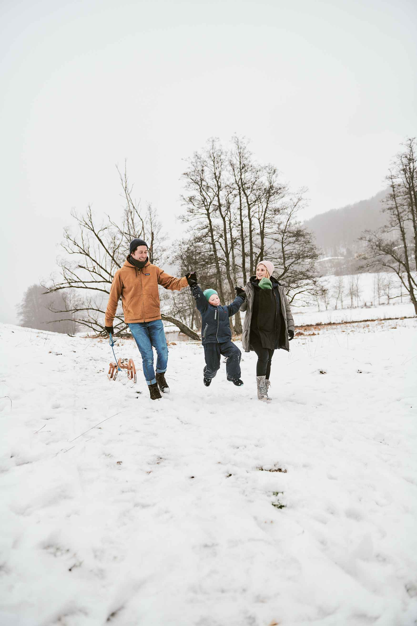 Der RUFUS GTX macht dank seiner soliden Konstruktion alles mit, womit ihn die Kids bei ihren Winterabenteuern herausfordern. Sein GORE-TEX-Partelana-Futter sorgt nicht nur dafür, dass die Schuhe wasserdicht sind und die Füße auch bei Schnee und Matsch warm bleiben, sondern garantiert auch einen angenehmen Klimakomfort im Schuh.
