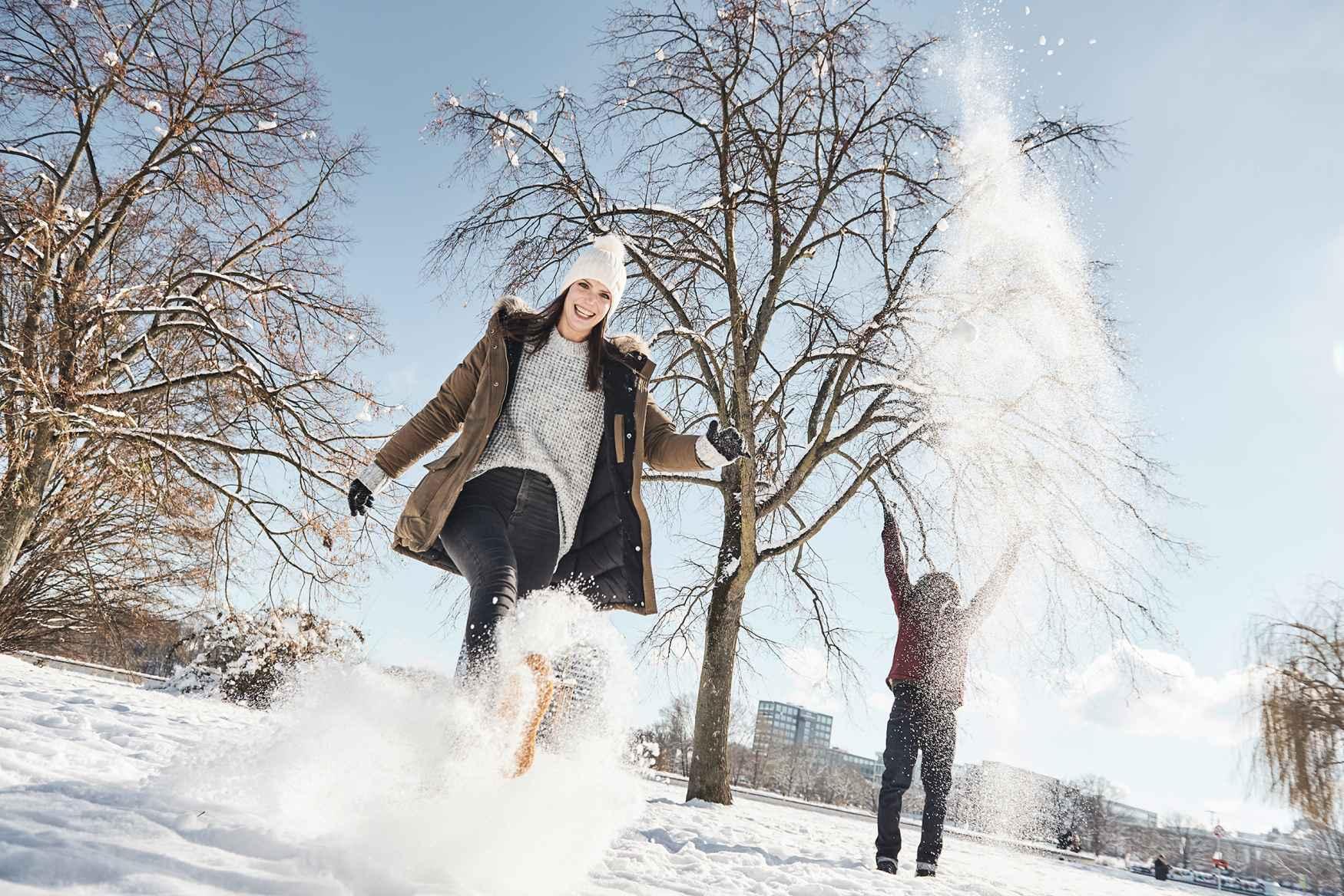 Het weer is nat en onstabiel in de overgangsperiode tussen de herfst en de winter. Maar voor winterschoenen is het de meeste dagen nog veel te warm. Gelukkig kun je dan een tussenoplossing blijven dragen, zoals de MOLVENO II GTX. Dankzij de GORE-TEX Panda-voering kunnen de voeten op zonnige herfstdagen lekker doorademen en zijn ze altijd goed beschermd dankzij het slijtvaste buitenmateriaal van robuust gladleer. Een ritssluiting aan de zijkant zorgt voor een makkelijke instap.