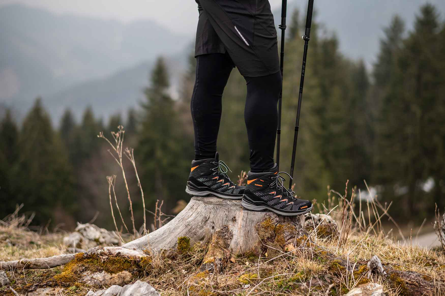 Vielseitig und leicht – der SIRKOS EVO GTX MID punktet durch zahlreiche funktionale Details. Für besten Komfort sorgt die hochgezogene LOWA-MONOWRAP®-Sohlenkonstruktion, die mit dem Schaft eine feste Einheit bildet. Damit ist der Schuh für zahlreiche Outdoor-Abenteuer bestens gerüstet.
