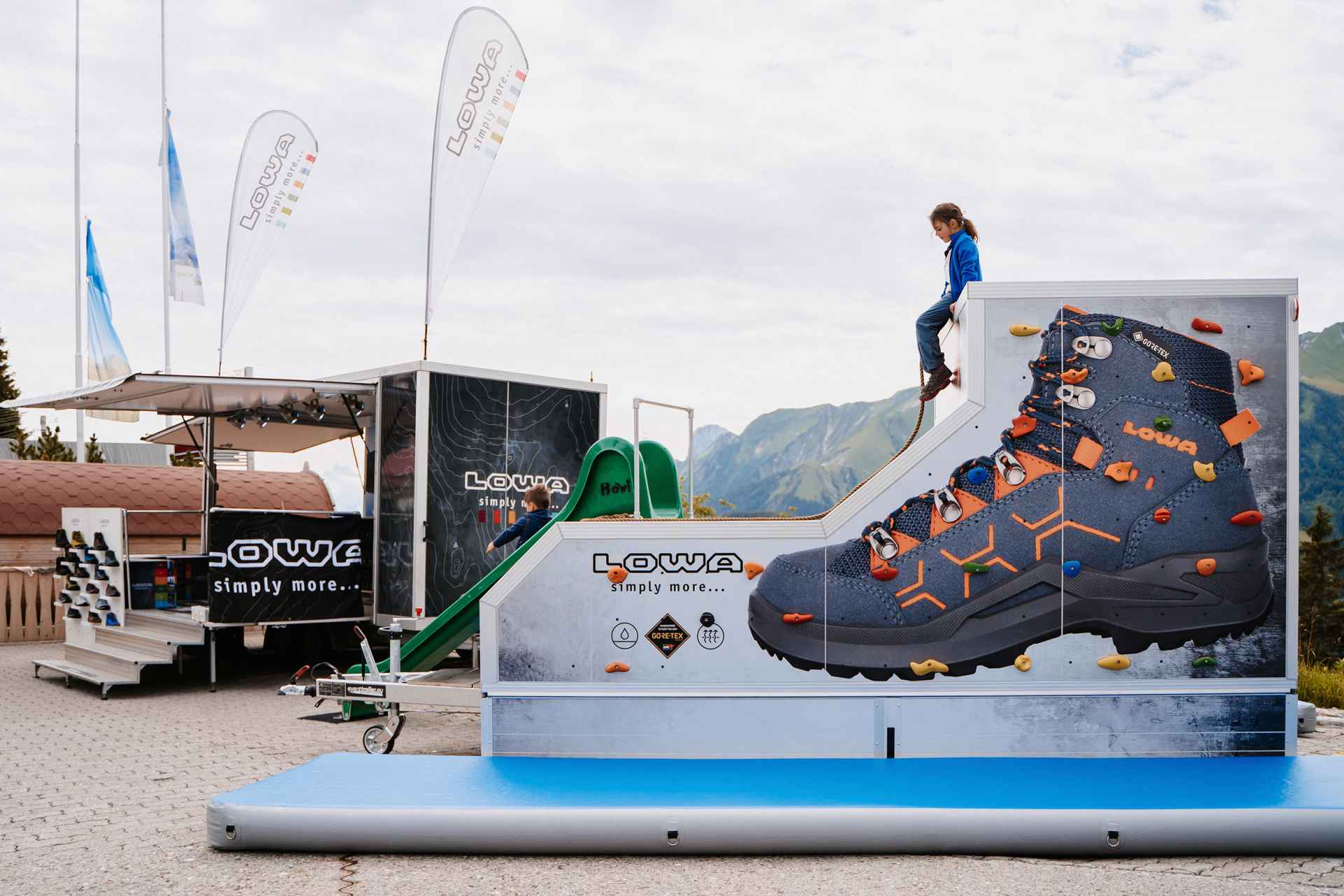 2021_lowa-schweiz_event-trailer-kids-mobil_lowaschuh-testivalgurnigel-35