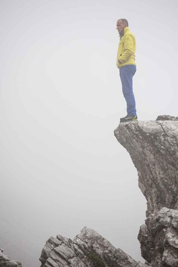 in het verleden was splitleer heel populair bij bergsporters. Geen wonder – er wordt immers gezegd dat dit materiaal positieve eigenschappen heeft – vooral ook als het gaat om de optimale pasvorm. Reden genoeg voor LOWA om de ALPINE PRO GTX LE te ontwikkelen en op te nemen in zijn assortiment. Bij deze alpine schoen slaan beproefde en geteste materialen met een minimalistisch design een nieuwe weg in – hier komen traditie en de nieuwste technologie bij elkaar.