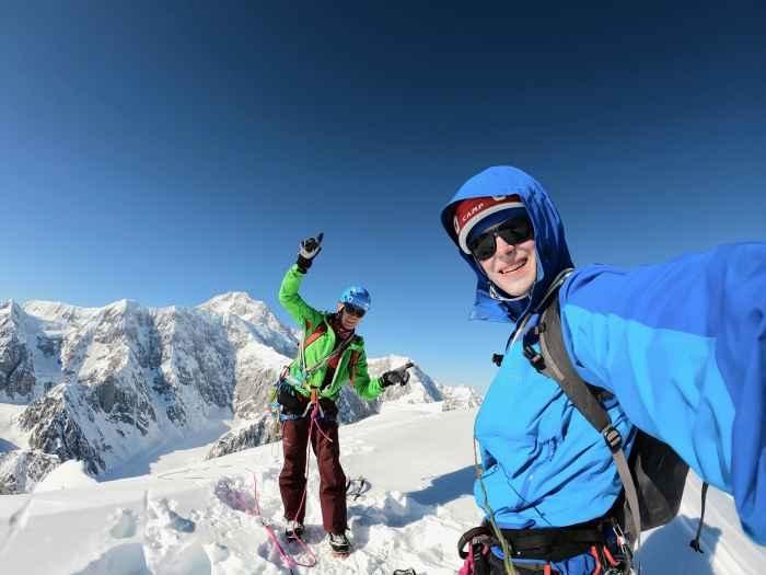 Mises au point par LOWA en coopération avec l'alpiniste RalfDujmovits, ces bottes d'expédition peuvent vous emmener jusqu'à l'Himalaya. Car Ralf connaît bien les températures polaires des plus hauts sommets du monde et les difficultés qui surviennent: il est le premier Allemand à avoir gravi chacun des 14sommets de plus de 8000mètres. Le résultat: des bottes adaptées aux expéditions les plus extrêmes, contenant un chausson amovible avec isolation Primaloft® 400grammes pour un maximum de confort.