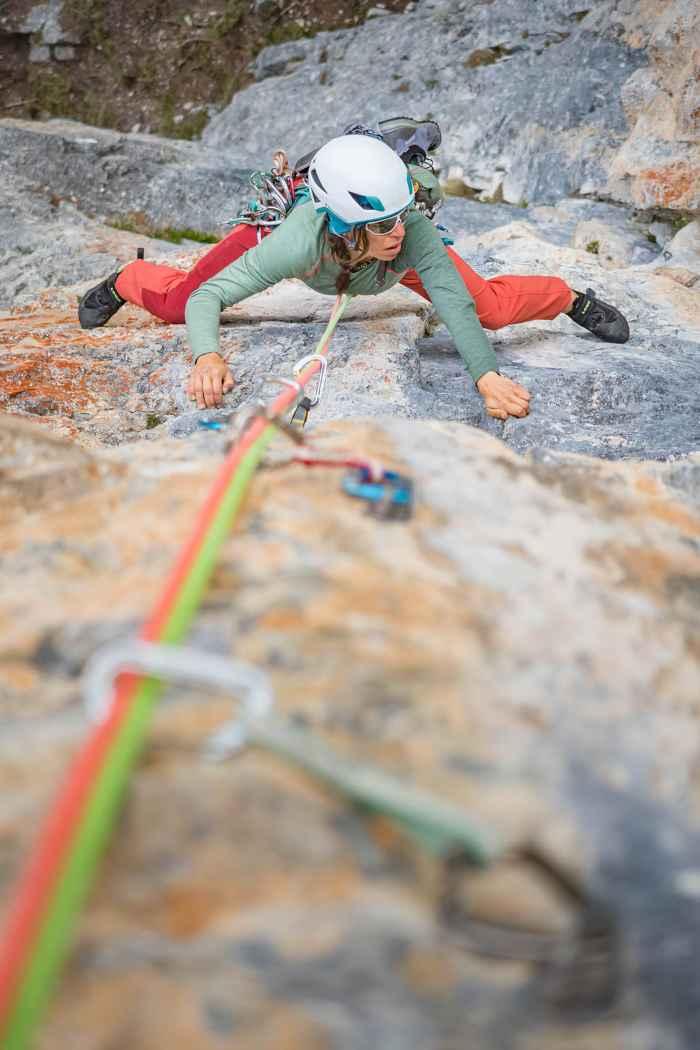 Voor ambitieuze bergsporters die in de hal boulderen of direct op de rotsen klimmen: met de ROCKET LACING van LOWA kan iedere klimliefhebber gewoon lekker doorgaan. Met de zool van Vibram® XS-Grip® gaat de krachtoverbrenging met deze voorgespannen en flexibele schoen precies zoals u dat wilt. Bovendien krijgt de voet ondersteuning door het doordachte vetersysteem. Hierdoor kan de pasvorm van de microvezelschoen worden aangepast aan uw eigen behoeften.