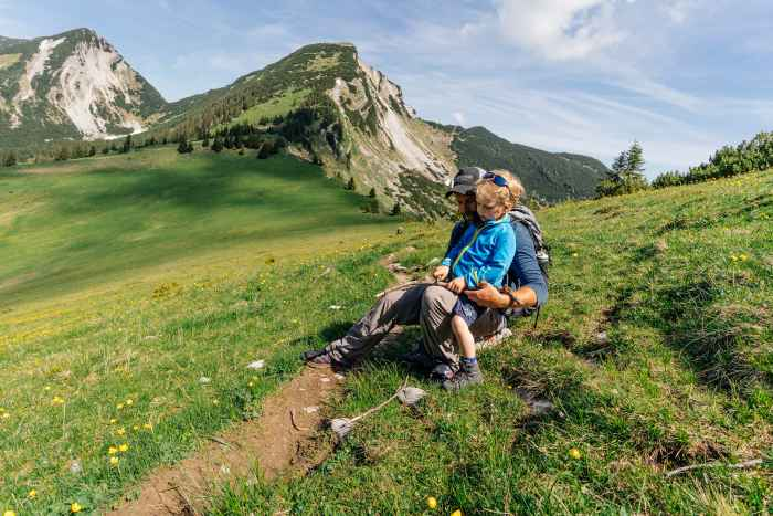 When children, spontaneity and multifunctional boots meet, this always results in an unplanned adventure. Therefore, it's a good thing that the super-comfortable INNOX EVO GTX QC JUNIOR with its LOWA