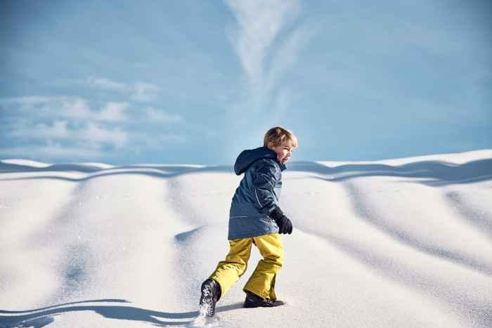 Wenn Kinder mit großen Augen am Fenster stehen und den ersten Schneeflocken zusehen, muss der passende Schuh für das nächste Abenteuer her. Mit dem  LUCY GTX sind kleine Schneeköniginnen bestens gerüstet. Der Schuh vereint praktische Funktion mit einer ansprechenden Optik. Damit die Füße trocken bleiben, verfügt der Schuh über eine Gore-TEX-Membran.