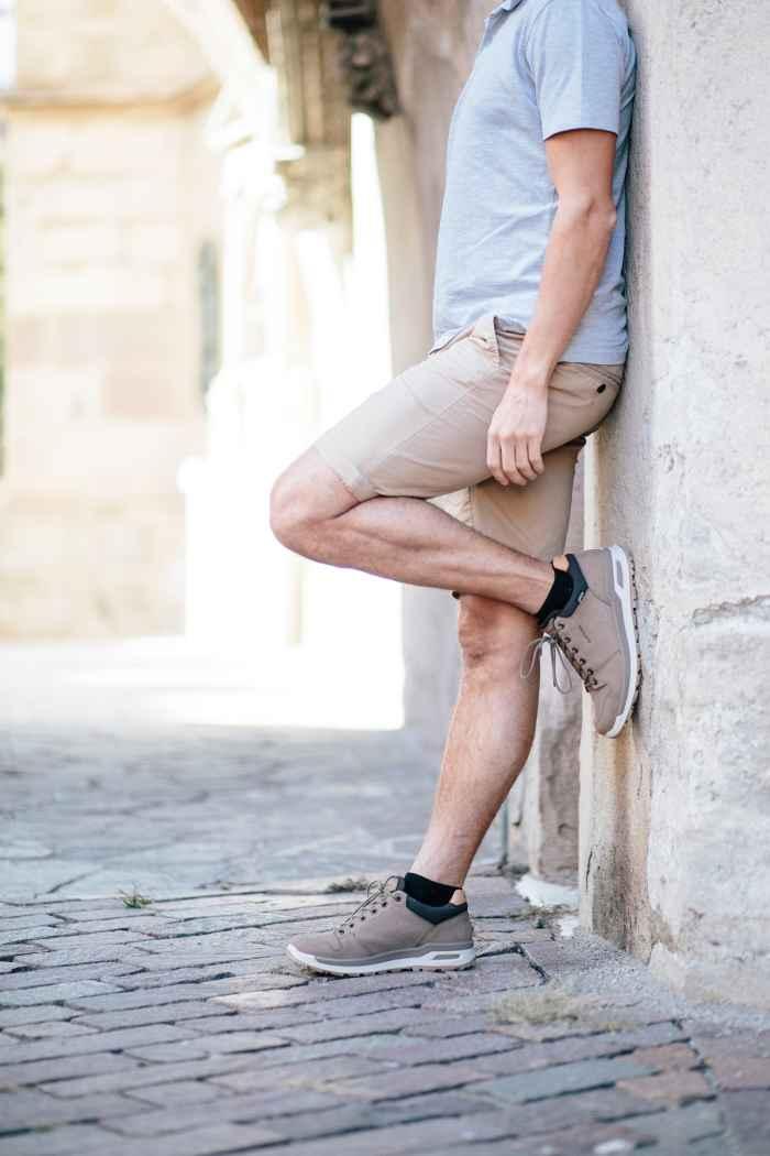 Wanderschuhe sind per Definition nicht gerade für den Alltag geeignet, kommen aber dennoch immer häufiger auch in der Stadt zum Einsatz. Was bisher als unflexibel und überambitioniert galt, zählt in Zeiten urbanen Lifestyles fast schon zur Normalität. Das funktionale Hybrid-Modell LOCARNO GTX LO im Casual-Look geht ganz bewusst neue Wege und wagt gekonnt den Spagat zwischen Lifestyle- und Outdoorschuh.