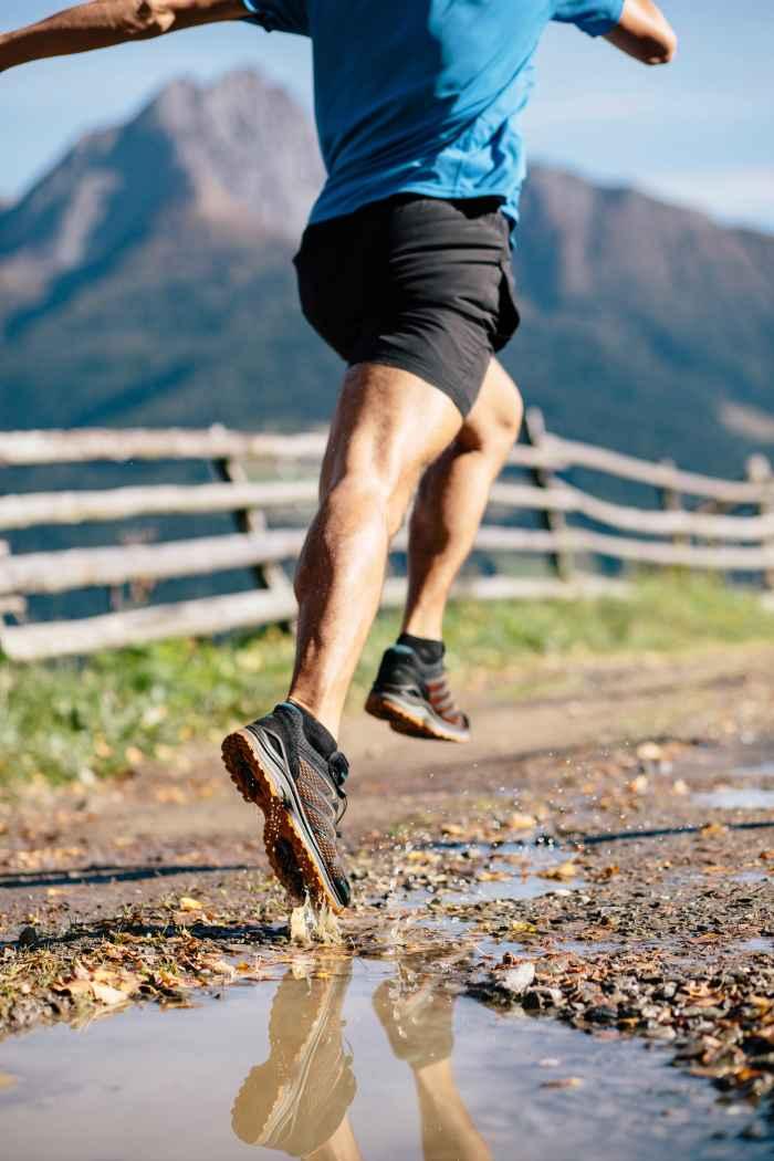 De luchtige, lichte en waterdichte multifunctionele schoen MADDOX GTX LO voelt zich thuis op elk terrein – op outdoor-vakantie en in de vrije tijd. Met de praktische speed-lacetechnologie kan de sportschoen snel en gemakkelijk worden aangepast aan individuele behoeften, terwijl het GORE-TEX-membraan zorgt voor droog blijvende voeten.