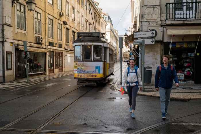 Reiseszene in Lissabon, Portugal.