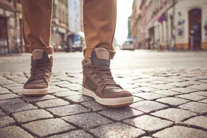 Wer auch in der Übergangszeit einen perfekten Auftritt hinlegen möchte, ist mit dem Modell SEATTLE II GTX QC bestens beraten. Die funktionalen Trendsetter punkten durch ein sehenswertes Design-Update. Durch das wasserdichte und atmungsaktive GORE-TEX-Futter werden die lässigen Lifestyle-Sneakers zur perfekten Wahl für die City und jedes Wetter.