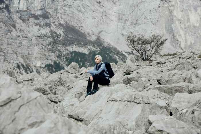 Versatilità. Non si può farne a meno quando si tratta di una scarpa per il trekking e le attività outdoor. La scarpa da montagna ed escursionismo LAVENA II GTX Ws con la valida suola VIBRAM® APTRAIL affianca funzionalità e comfort a un design elegante. In un modello pensato appositamente per le appassionate di montagna! Infatti LOWA ha sviluppato questa scarpa robusta proprio tenendo conto dell'anatomia del piede femminile. La tomaia morbida, la linguetta flessibile e lo speciale sistema I-LOCK assicurano il massimo del comfort, mentre il materiale interno GORE-TEX impermeabile affronta alla grande l'umidità e il bagnato.