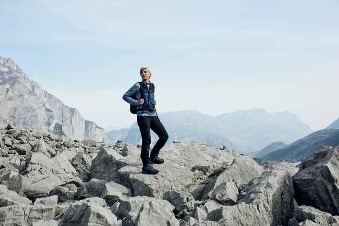 Veelzijdigheid. Dat moet een schoen bieden als het om trekking en outdoor gaat. De berg- en wandelschoen LAVENA II GTX Ws met beproefde VIBRAM® APPTRAIL-zool combineert functionaliteit met draagcomfort en een chic design. En dat allemaal speciaal voor vrouwen! Want LOWA heeft deze robuuste schoen speciaal ontwikkeld voor de anatomische eisen van vrouwelijke dragers. De zachte schacht, de flexibele tong en het speciale I-LOCK-systeem beloven een comfortabel draaggevoel – en het waterdichte GORE-TEX-binnenmateriaal is optimaal geschikt voor natte weersomstandigheden.