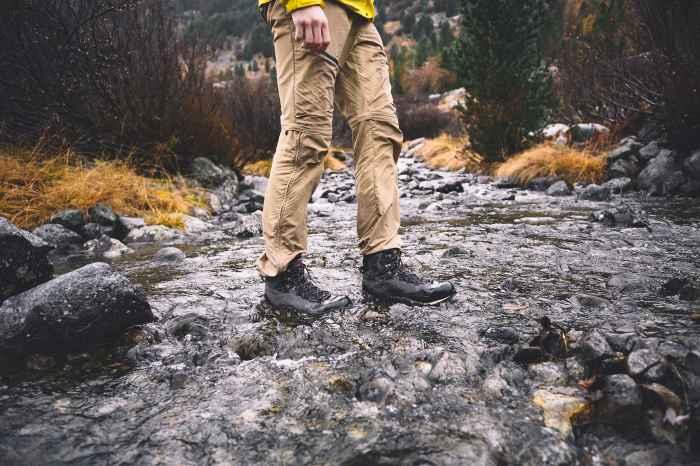 Anspruchsvolle Untergründe, wechselnde Wetterbedingungen, herausfordernde Strecken - der ALPINE EXPERT II  GTX ist mit allem bestens vertraut. Ein Hochtouren-Schuh, der es liebt, wenn er in Aktion ist. Der hochgezogene Schaft und die Carbon-Brandsohle mit der integrierten Dämpfung sorgen für besten Komfort. Und sobald es durch nasse und eisige Regionen geht, ist auf das wasserdichte GORE-TEX-Futter mit PrimaLoft®-400-Isolierung Verlass.