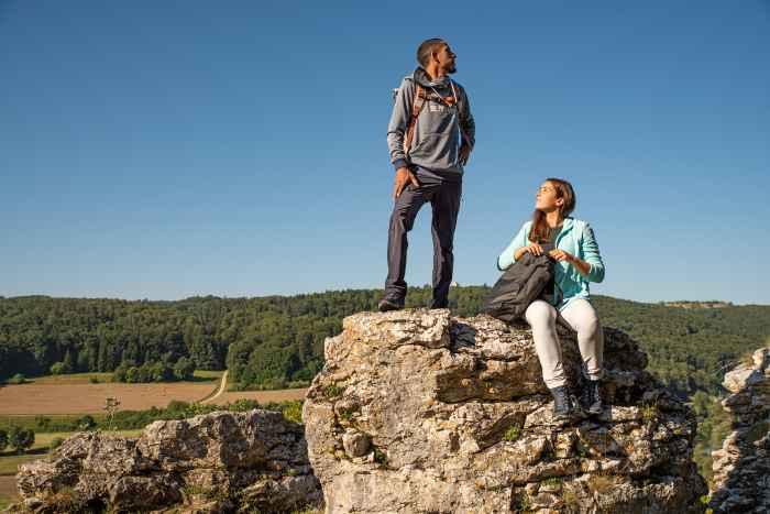 Sportief en dynamisch  – met de FERROX PRO GTX LO Ws zijn outdoorvrouwen perfect uitgerust voor het volgende avontuur. Dankzij de tussenzool van DynaPU® wordt de schoen optimaal gedempt, terwijl de LOWAMONOWRAP®-constructie zorgt voor een optimale voetgeleiding. Maar ook bij alledaags gebruikt schittert de stijlvolle sportschoen als optimale metgezel.