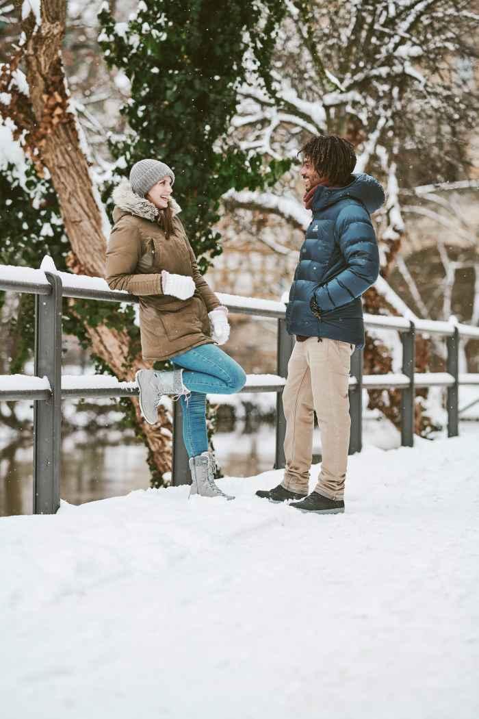 Van welke kant je de nieuwe BARINA III GTX Ws ook bekijkt, deze trendy winterschoen is dankzij het modieuze en sportieve kleurenschema weer een echte blikvanger. De casual winterboots zijn verkrijgbaar in verschillende kleurvarianten met optisch bijpassende veters en hebben alles wat nodig is voor een wandeling door de winterse stad of door landschappen met een dikke laag sneeuw.