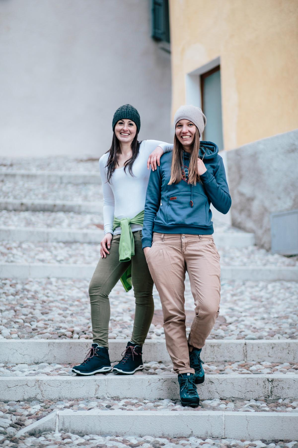 Con il modello LOCARNO GTX® QC Ws si può passare da una breve passeggiata a una lunga camminata per la città. La goffratura di tendenza sulla pelle di alta qualità, la fodera in Gore-Tex®, una struttura ridotta LOWA MONOWRAP® di nuova concezione e un'intersuola ammortizzante in DynaPU® fanno di questa calzatura da donna di tendenza una scarpa versatile che soddisfa qualsiasi esigenza urbana. Inoltre, non ci sono ostacoli a una breve escursione tra foreste e prati.
