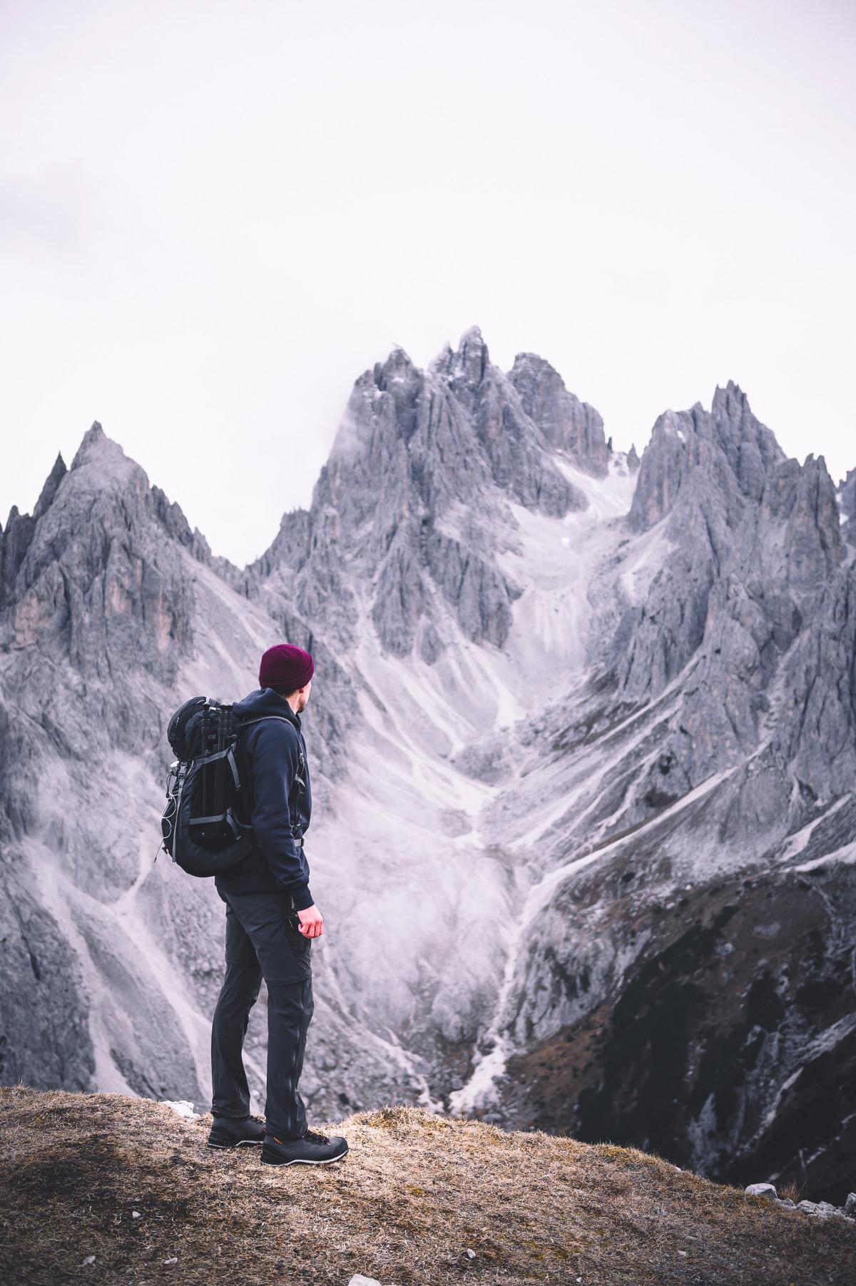 Sempre più lontano... Con BALDO GTX LOWA ha sviluppato uno stivale da trekking che non si stancherà mai di accompagnarvi nelle vostre avventure sportive. La membrana integrata in GORE-TEX non si fa scoraggiare dalle intemperie: umidità e vento rimangono semplicemente all'esterno. Per poter adattare lo stivale al piede in maniera rapida ed efficace basta utilizzare i ROLLER EYELET pregiati e flessibili insieme alla precisione dell'allacciatura a due zone. La suola VIBRAM® TRAC LITE II garantisce ottime prestazioni in salita quanto in discesa.
